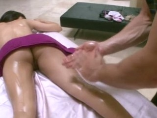 Hawt masseur is delight hottie's bawdy cleft during sensual massage