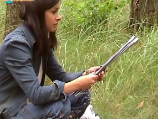 Babe sucks and gets fucked outdoors nigh these aromatic public vids